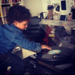 DJ Roman pon the 1s and 2s