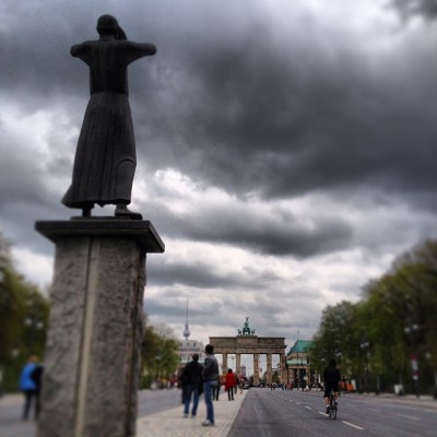 11:34am. Brandenburger Tor in sight! (via Kash Bhattacharya on instagram)