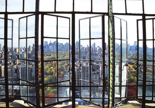 ihopehetakesyourfilthyheart:   savarnas:  manhattan window view