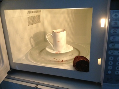 the-absolute-funniest-posts:  starrypier: MUG CAKE: 5TH ATTEMPT  lol .dead.