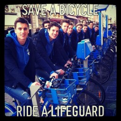 Socorristas a domicilio por salvar 1 bici XD #lifeguard #boys #hilarious #bicycle #blue #men #handsome #ride #fun