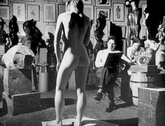 Sculptor Chaim Gross sketches a model in 1942. Photo © Eliot Elisofon/Time & Life Pictures/Getty Images