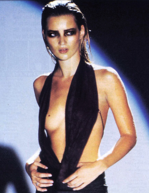 supermodelgif:  Kate Moss, Gucci by Tom Ford S/S 1997