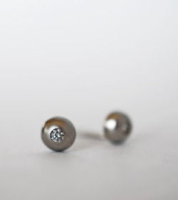 diamond studs earrings in 14k white gold