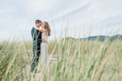 Laura and Ryan tied the knot this past Saturday in beautiful Stinson Beach! See more from my sneak preview here.