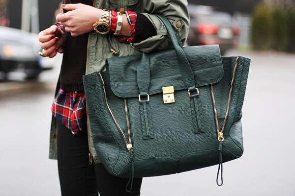 youreprettybitch:  The best color for the pashli  give me this bag