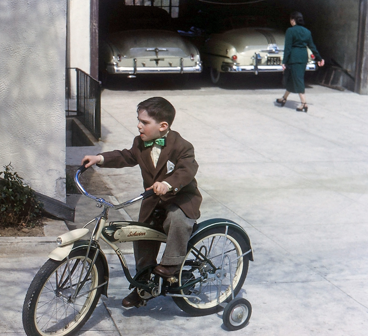 A Schwinn bike and its garage-mates, c. 1949 via Shorpy