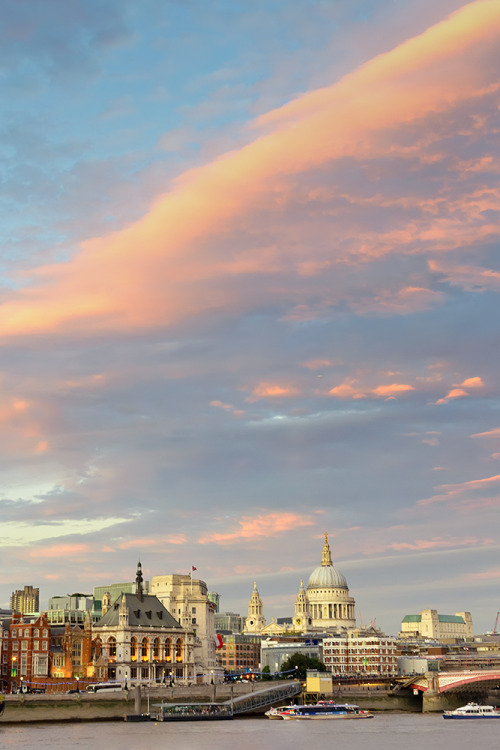 iam-emcn:  Sunset on the Thames with St. Paul's in the back ground. London, UK. Website  I  Facebook