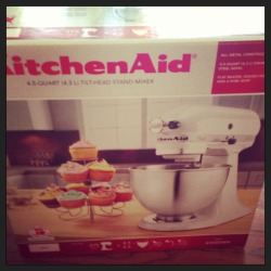 bbrosie:  My aunt and uncle got me a mixer for graduation!  Bake me something!