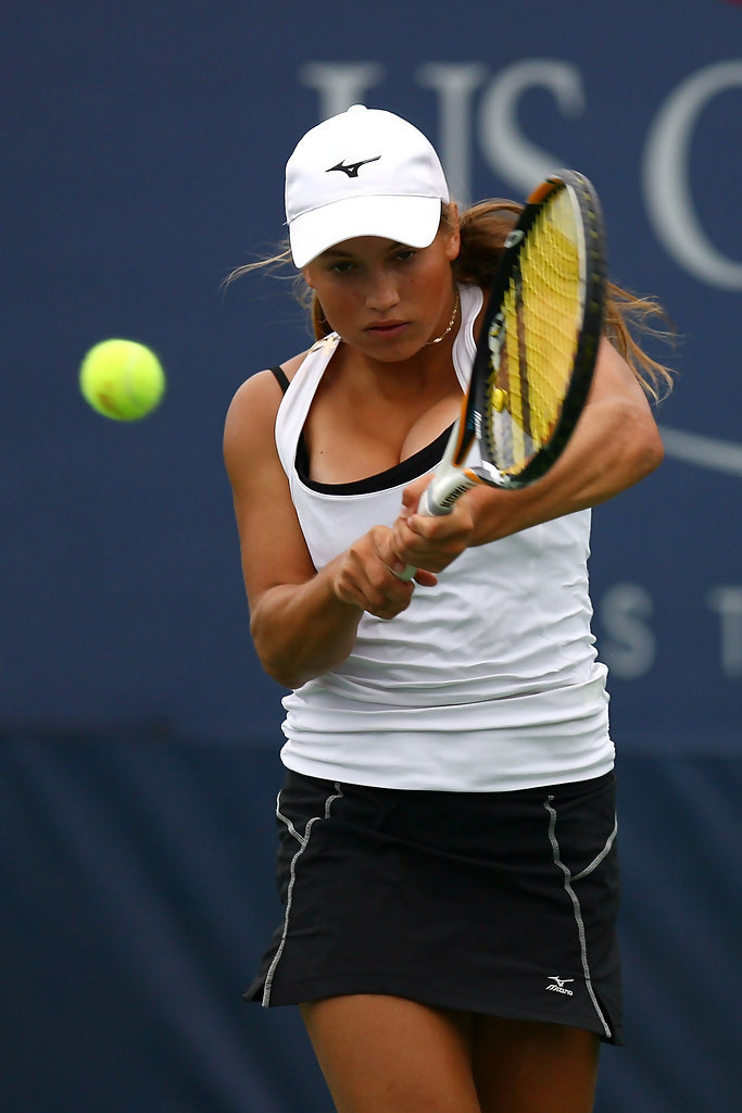 hot-tennis-players:  YULIA PUTINTSEVA Me Likey