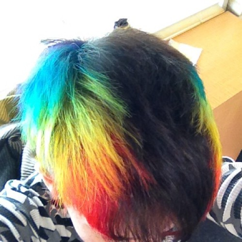 #fresh #rainbow #rainbowhair #freshcut thanks again @taragouveia !! Xo (at Diamonds Salon)