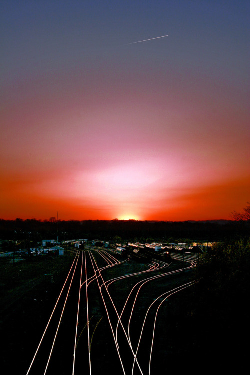corascene:  Sunset on Rails by Metro Tiff on Flickr
