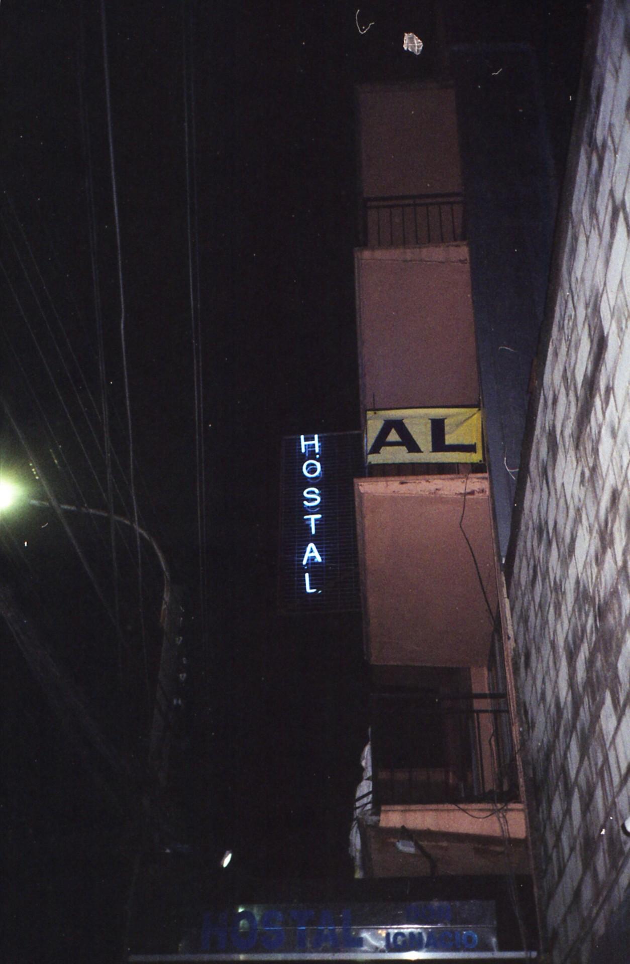 "invierno 2018. ""it gets lonliest (sic) at night, down at the liquor store. beneath the neon sky, our moonlight…"" te busqué tanto, al final me encontré conmigo. #35mm#filmisnotdead#analogphotography#street#night#hostal#neon#kissthebottle#jawbreaker"