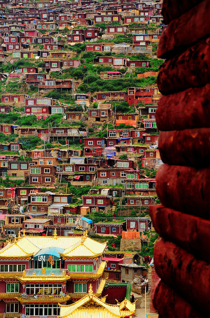 visitheworld:  Campus of Sertar Larung Gar, the world's largest buddhist institute in Sichuan, China (by Mel s away).