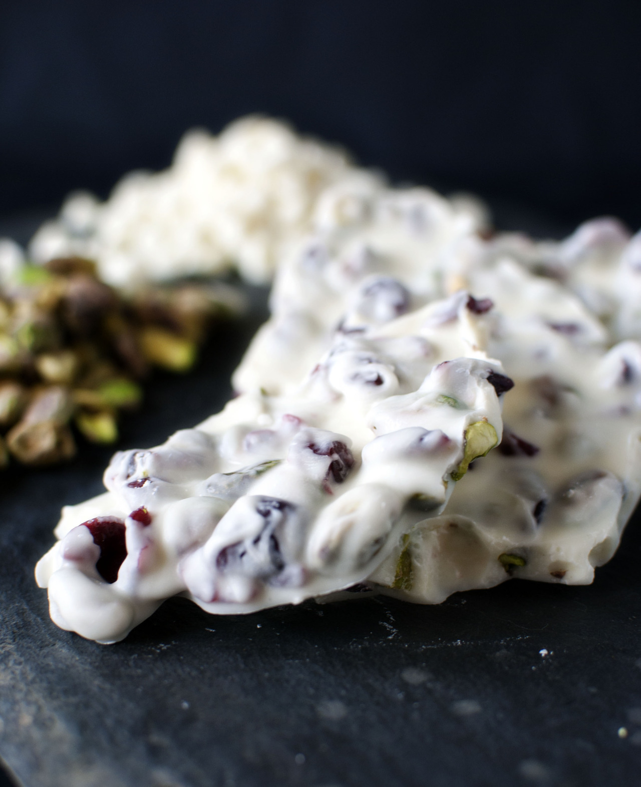allthatwhitechocolate:  White Chocolate Bark