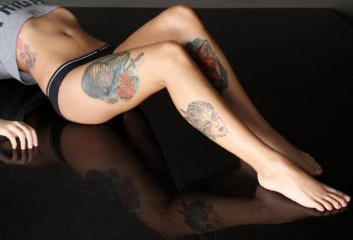 bad281cobra:  So sexy… Love the tats and OMG! those TOES!