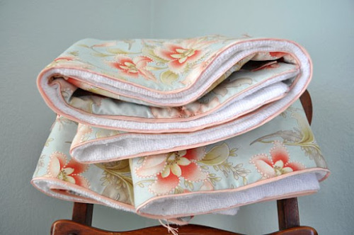Tutorial – Tied Comforter With Faux Piping
