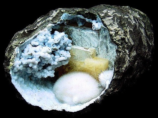 Basalt geode with blue Chalcedony, Calcite and Mordenite bubbles from India