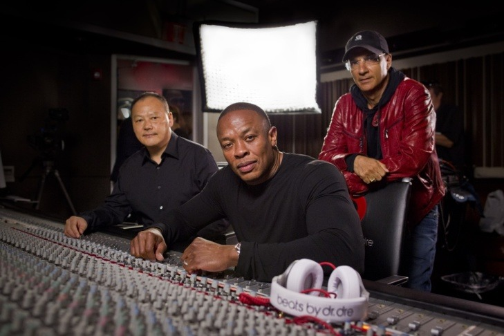 apmgincommunity:  Dr. Dre, American Idol's Jimmy Iovine donate $70 million for new USC center Hip-hop mogul Dr. Dre, whose real name is Andre Young, and music industry entrepreneur Jimmy Iovine have donated a combined $70 million to create a new institute at the University of Southern California, the school announced Tuesday night.    Wow!