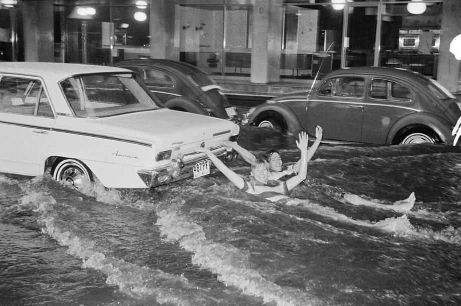 Two American boys car surfing during a flash flood in Mexico, 1967 (Enrique Metinides)