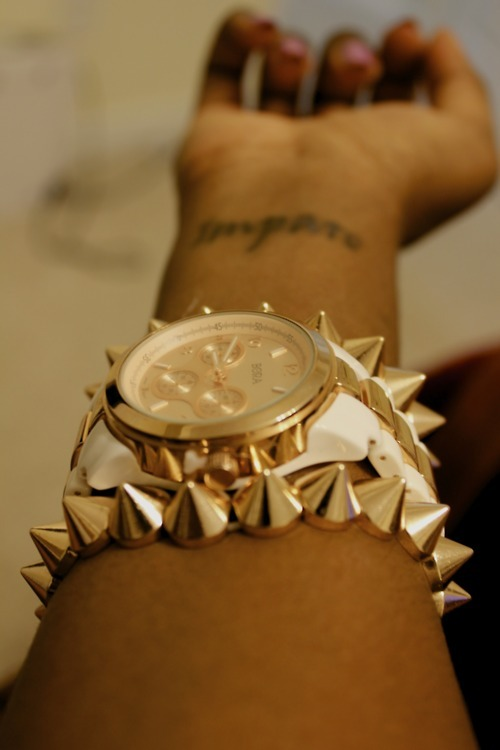 flyestfemales:  flyestfemales  Loving this Damn Watch