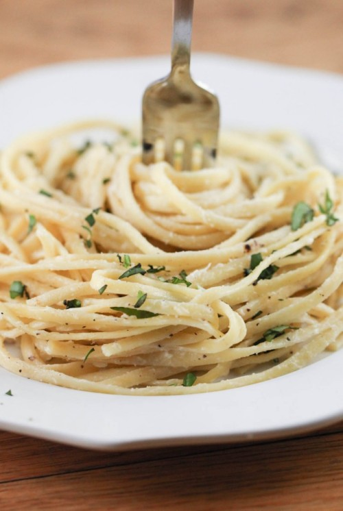 neekaisweird:  Lightened Fettuccine Alfredo