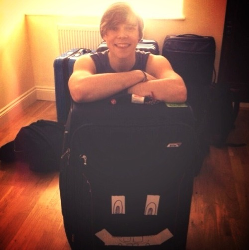 ashton5sosexy:  'you know you truly love and care about a guy when all you can see is his beautiful face and not the giant drum banging biceps.'