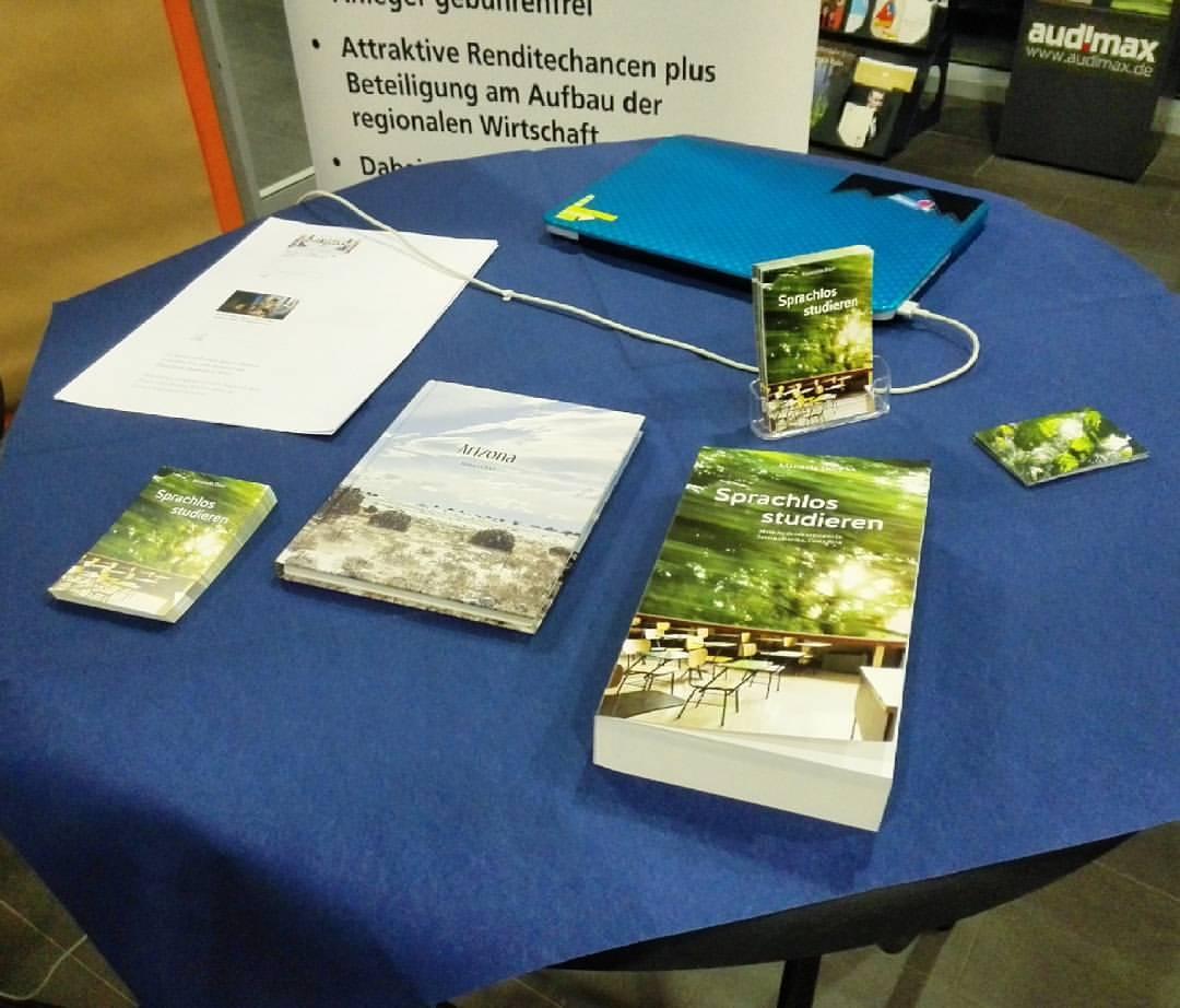 """Talked about #crowdfunding and my book #SprachlosStudieren at the event """"Frauen wählen selbstständig"""" of the Wirtschaftsförderung Dortmund. Thank you! #Blog + #Buch + #ebook: #SprachlosStudieren: http://costarica.manueladoerr.de#Erfahrungsbericht #Auslandssemester #Lateinamerika #CostaRica #sprachenlernen #sprache #spanischlernen #Universität #Erzählung #buchblogger #bookstagram #Mittelamerika #studyabroad #Buch #auslandsjahr daad #nowreading #belletristik #buchempfehlung #vorablesen #readinglist #fotobuch #backpacker #UniversidadDeCostaRica #Wirtschaftsförderung #crowdfunding #Crowdfundingkampagne (hier: FH Dortmund, Architektur)"""