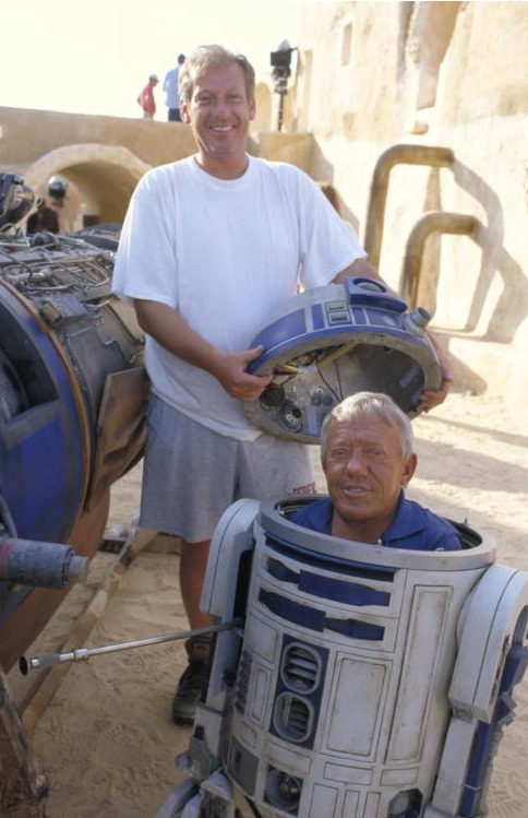 Kenny Baker on the set of Star Wars: Episode I - The Phantom Menace (1999).