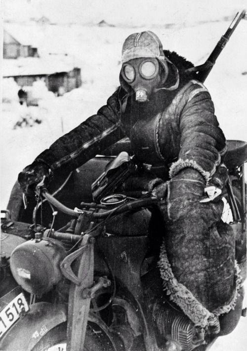 rocketman-inc:  Wehrmacht solider in harsh winters on the eastern front during operation Barbarossa. 1942