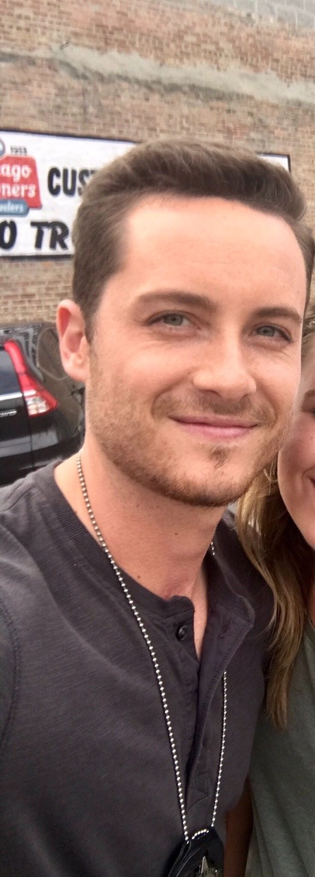 Jesse on set today. 😍   He finally shaved! Unpopular opinion, but he looks 10 000 times better like that imo.
