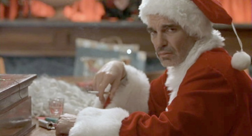 How Bad Santa creates two sets of expectations with two different opening scenes.