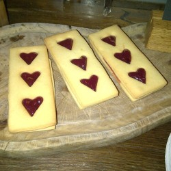 Heart Jammy Dodgers @ Tom's Kitchen at Somerset House  Really cute heart jammy dodgers :) from Somerset House #somersethouse  Via Foodspotting