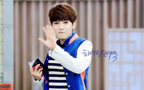 cr: hearing-ryeowook; Splash page update. do not edit or remove logo.