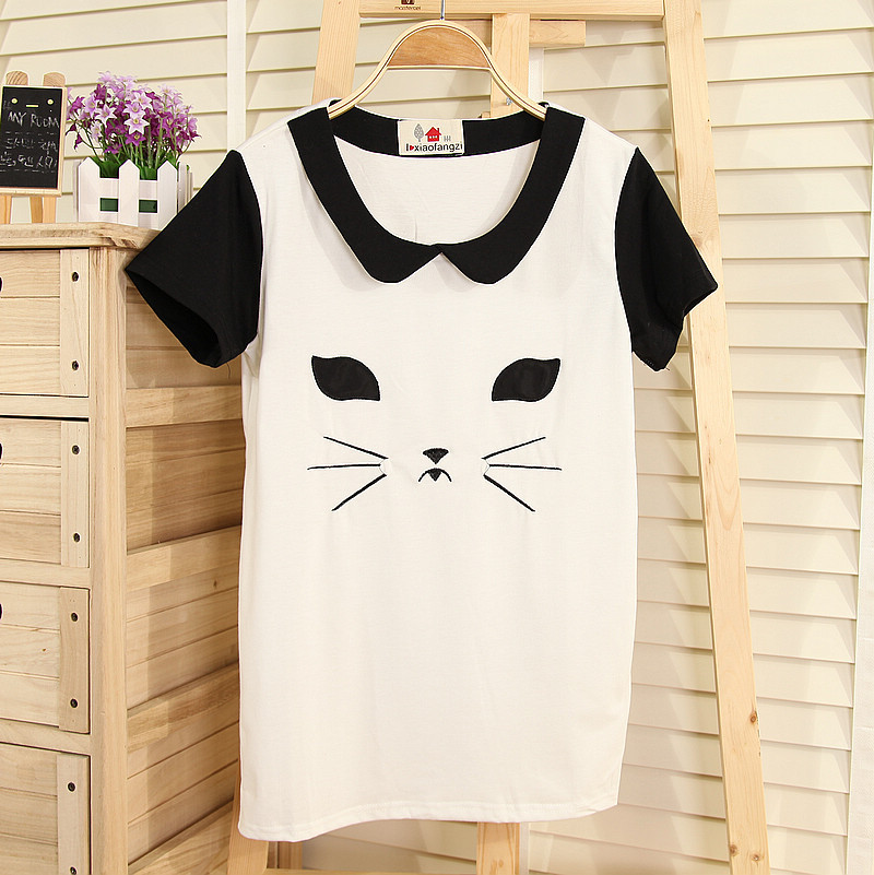 shop-cute:  Contrast Cat Top (Choose Color) $20.00