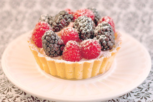 cinnahearts:  raspberry blackberry tart (by Josef's Vienna Bakery)