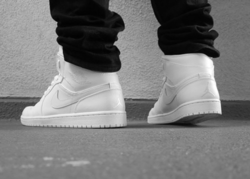 tonal white air jordan 1 mid