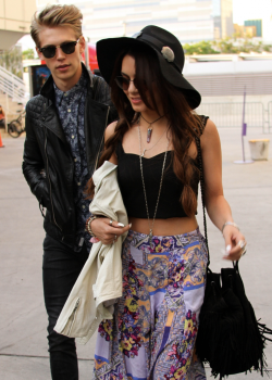 I don't normally reblog famous girls but I want that skirt and top!