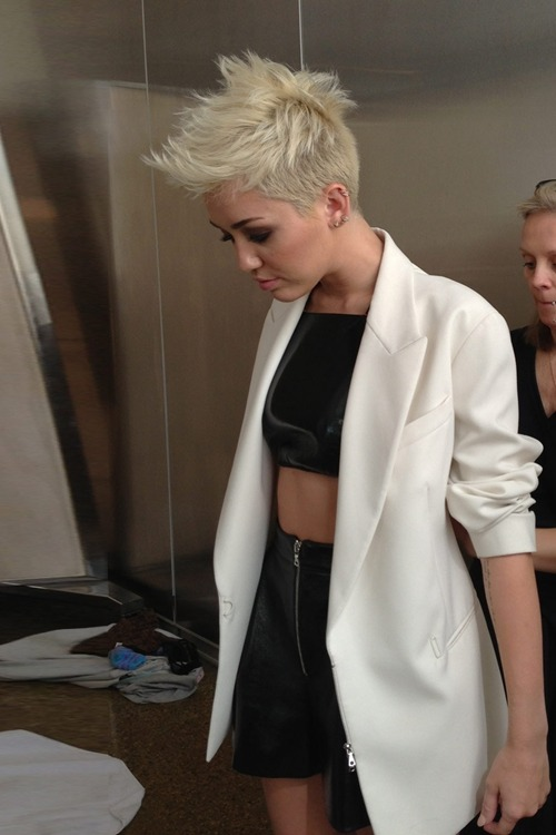 a-ussi:  hipstercyrus:  is she getting hotter with age or something!?  Omg Miley