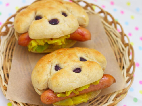 germanystuck:  I WAS LOOKING UP HOT DOGS AND?????????????