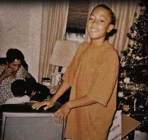 Pic: A very young Derrick Rose celebrates Christmas. (via Derrick Rose Blog)