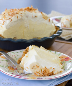 gastrogirl:  ultra fluffy banana cream pie.