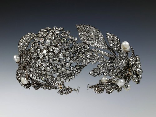 aleyma:  Tiara in the form of a wreath, made in England, c.1850 (source).    not an umbrella