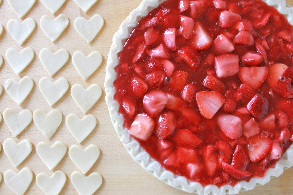 thecakebar:  Strawberry Heart Pie Tutorial
