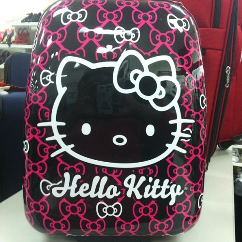 Hello Kitty luggage spotting at TJ Maxx. #hellokitty #pinksugacupcake #tjmaxx