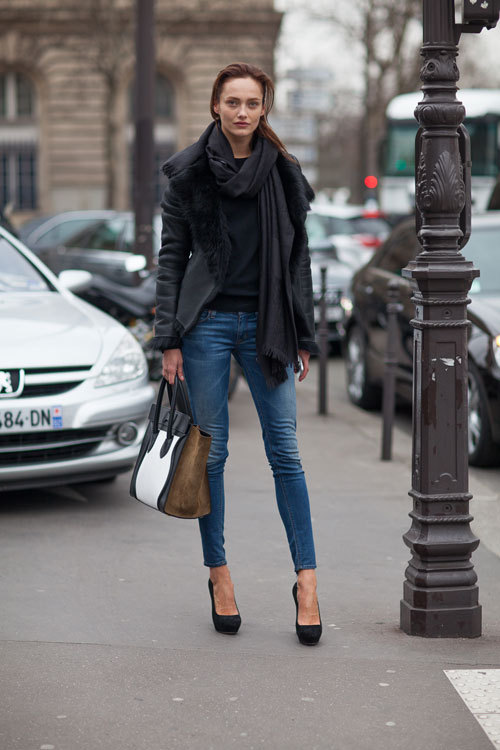 what-do-i-wear:  A classic model-off-duty denim and leather look is topped off with a color-blocked Celine bag. (image: Harper's BAZAAR )