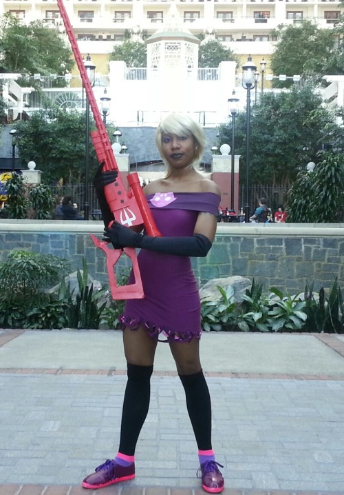 nostopdasgay:  sporadicprince:  My Roxy cosplay! Better pictures will be added in the future but I just couldn't wait! I had a terrific photoshoot today! The whole gun doesn't fit in this pic, though. XD  the fucking gun didnt even fit entirely into the picture omg