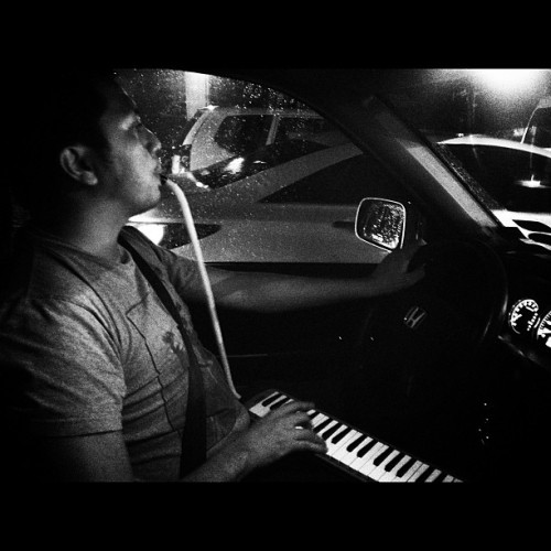 Nagpapalipas lang po ng traffic. I actually take the pianica away from him when traffic is moving.:p (at Edsa Annapolis Southbound)