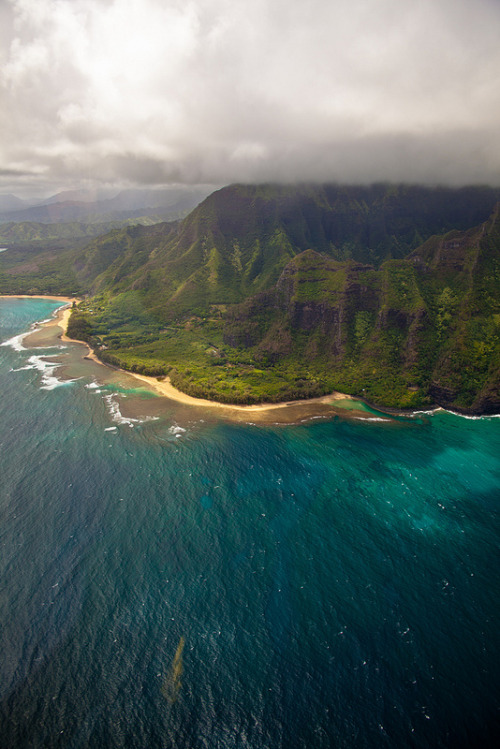 givncvrlos:  Na Pali coast, Kauai from above 11