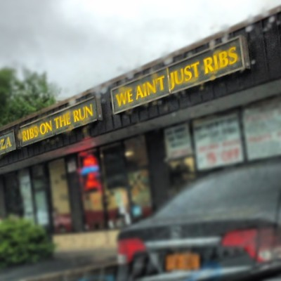 Waiting for some ribs….MMMmmmmm #ribsontherun #yum #yonkers #comida #instagram #instalife #iphone5 #iphoneography  (at Ribs On the Run)